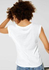 Street One - MIT SCHIMMER PRINT - Print T-shirt - weiß - 2