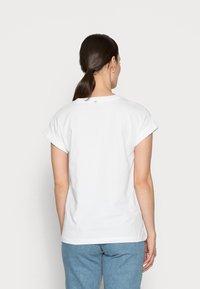 Rich & Royal - BOYFRIEND SPARKLE - Print T-shirt - white - 2