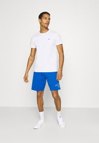 Hollister Co. - CREW SOLID - Basic T-shirt - white - 1