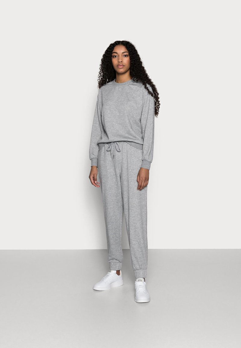 Vero Moda Petite - VMNATALIA SET - Sweatshirt - light grey melange
