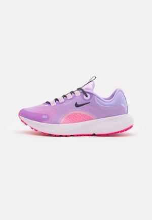 REACT ESCAPE RN - Nevtralni tekaški čevlji - lilac/cave purple/light arctic pink/hyper pink/light violet