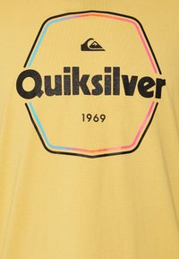 Quiksilver - HARD WIRED  - T-shirt con stampa - rattan - 2