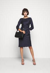 WEEKEND MaxMara - BURGOS - Pouzdrové šaty - blau - 1