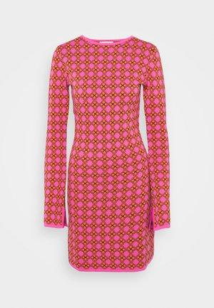 MOSAIC DRESS - Jumper dress - pink