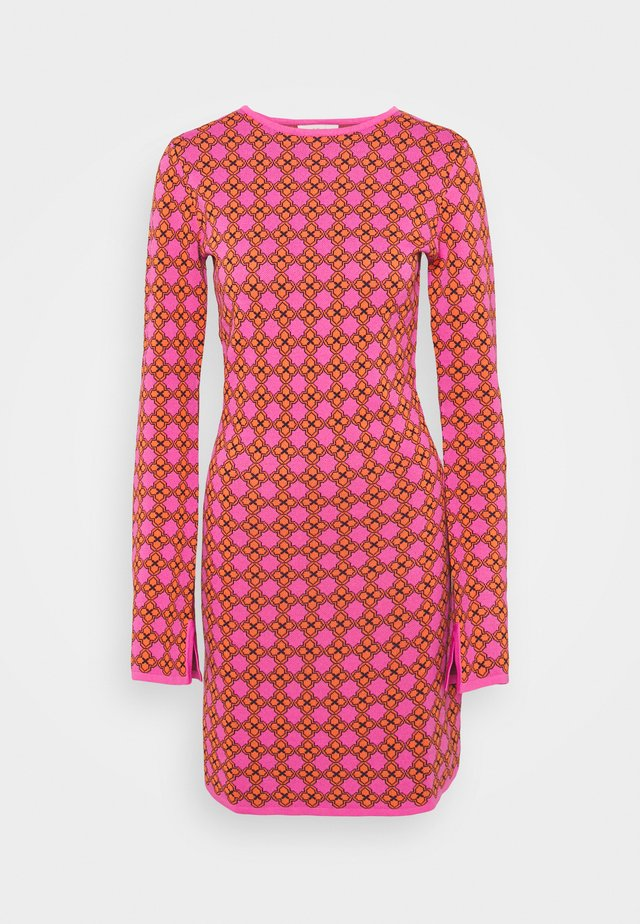 MOSAIC DRESS - Neulemekko - pink