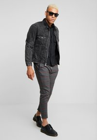 Only & Sons - ONSLINUS CHECK PANT  - Tygbyxor - griffin - 1