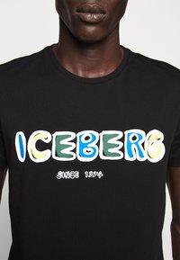 Iceberg - T-shirt con stampa - black - 7