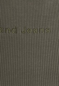 Abrand Jeans - HEATHER SINGLET - Top - olive - 2