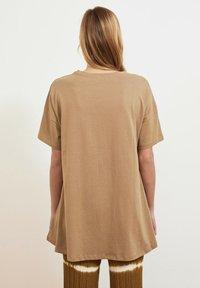 Trendyol - Basic T-shirt - beige - 2