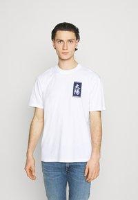 Edwin - TAROT DECK UNISEX - Print T-shirt - white - 2