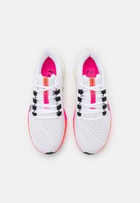 Nike Performance - AIR ZOOM PEGASUS 38  - Nøytrale løpesko - white/black/football grey/pink blast/bright crimson - 3