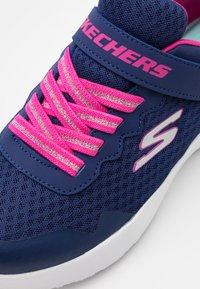 Skechers - DYNAMIGHT - Tenisky - navy/hot pink - 5
