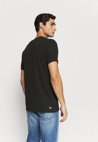 Lacoste - T-shirt z nadrukiem - noir - 2