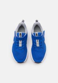 Nike Performance - REVOLUTION 5 UNISEX - Neutrální běžecké boty - game royal/light smoke grey/white - 3