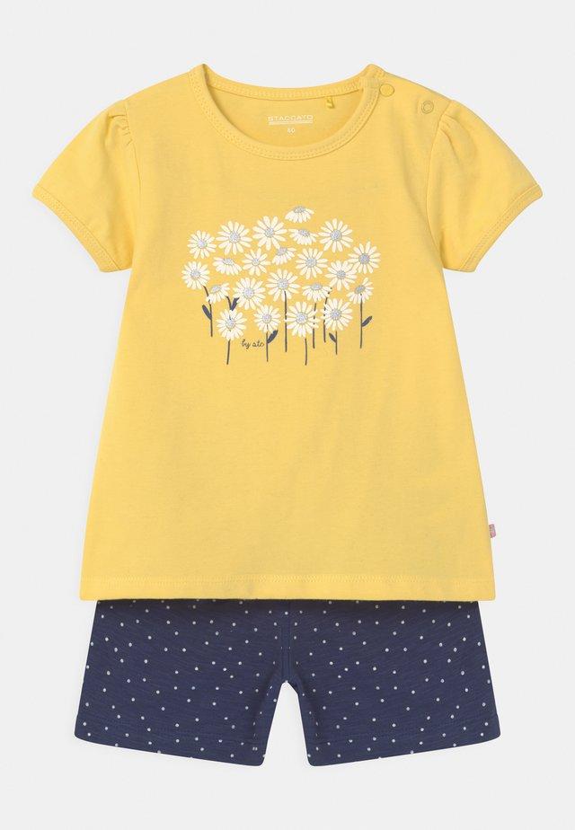 SET - T-shirt print - yellow/dark blue
