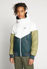 Nike Sportswear - M NSW HE WR JKT HD REV INSLTD - Light jacket - seaweed/sail/thermal green - 3