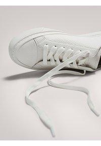 Massimo Dutti - Baskets basses - white - 5