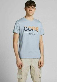 Jack & Jones - Print T-shirt - dusty blue - 0