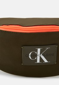 Calvin Klein Jeans - WAISTBAG - Bum bag - olive night - 3