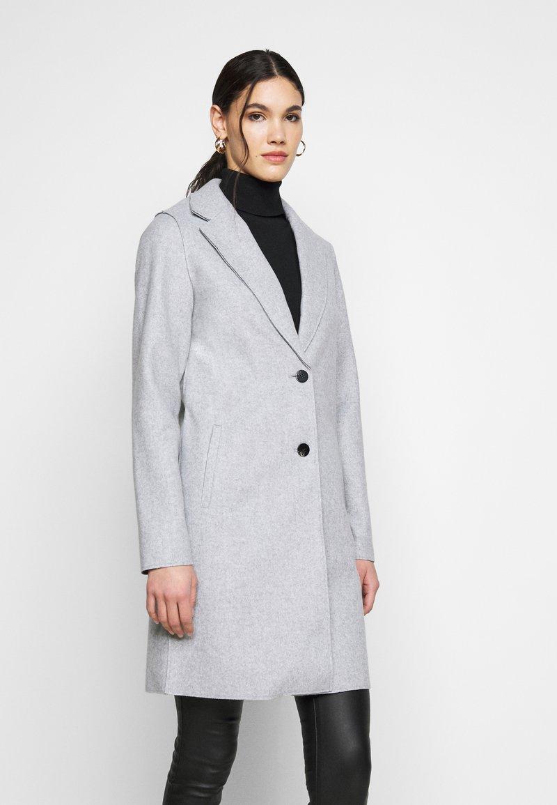 ONLY Tall - ONLCARRIE BONDED COAT - Klasický kabát - light grey