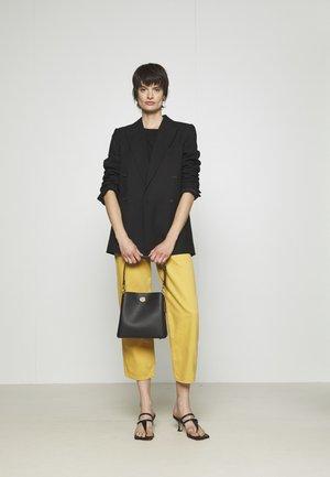 WILLOW BUCKET BAG ADJUSTABLE - Handbag - black