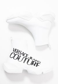Versace Jeans Couture - Sneakersy wysokie - white - 3
