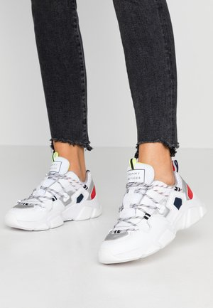 CITY VOYAGER CHUNKY SNEAKER - Baskets basses - white