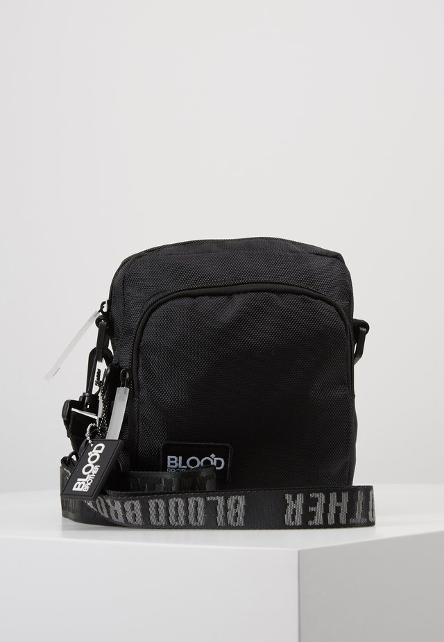 FLOW CROSS BODY BAG - Olkalaukku - black