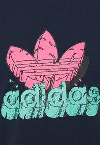 adidas Originals - TEE UNISEX - T-shirt med print - collegiate navy - 2