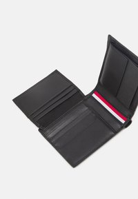 Tommy Hilfiger - FLAP AND COIN - Lompakko - black - 3