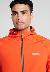 Regatta - AREC  - Soft shell jacket - orange/teal - 3
