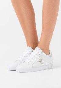 Guess - PAYSIN - Sneakers laag - white - 0