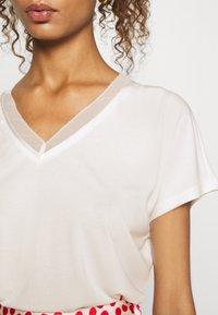 ONLY - ONLFREE LIFE MIX  - Print T-shirt - cloud dancer - 5