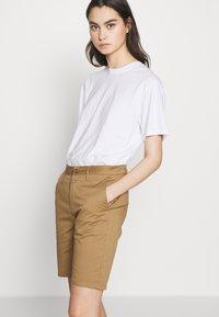 CLOSED - HOLDEN - Shorts - golden oak - 3