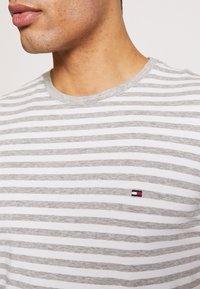 Tommy Hilfiger - T-shirt basic - grey - 5