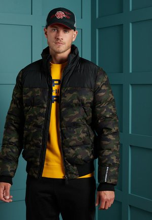 TRACK SPORT PUFFER - Winter jacket - camo/black