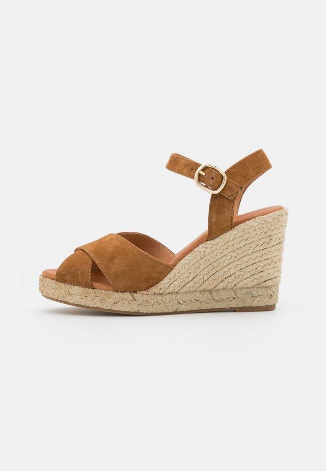 Sandales à plateforme - tan