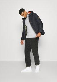 Burton Menswear London - FINE GAUGE ROLL  - Trui - light grey - 1