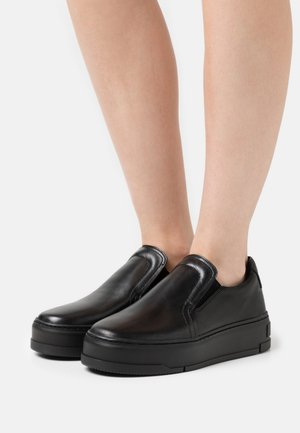 JUDY - Loaferit/pistokkaat - black