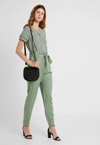 Vero Moda Tall - VMARIEL - Bluser - hedge green/ariel - 1