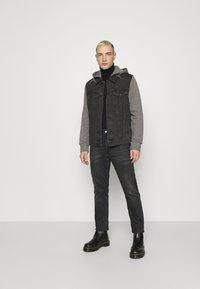 Only & Sons - ONSCOIN HOOD TRUCKER - Denim jacket - black denim - 1