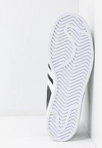 adidas Originals - SUPERSTAR BOLD - Sneakersy niskie - core balck/footwear white/gold metallic - 8