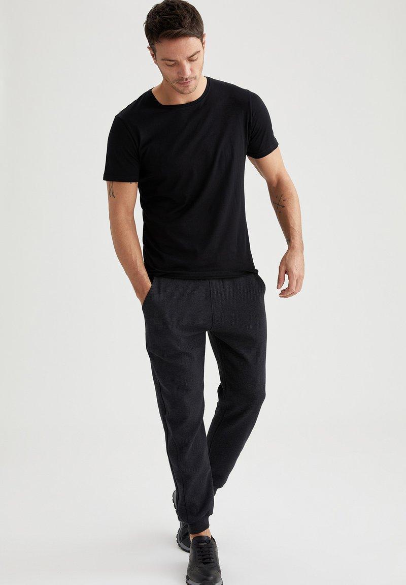 DeFacto - Pantaloni sportivi - anthracite