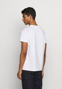 Fiorucci - CHERUB AND ROSES TEE - T-shirt con stampa - white - 2
