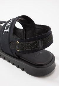 Versace - Sandals - nero/oro caldo - 2