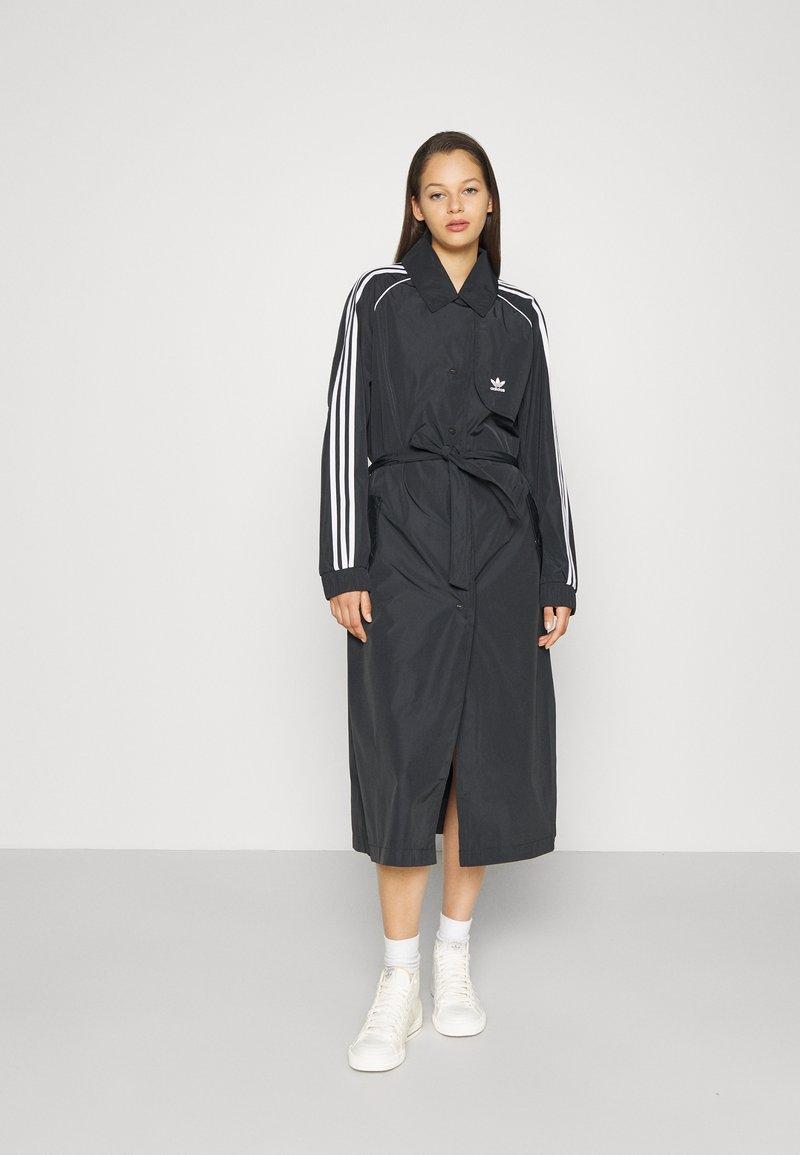 adidas Originals - TRENCH ORIGINALS ADICOLOR PRIMEGREEN COAT - Trenchcoat - black