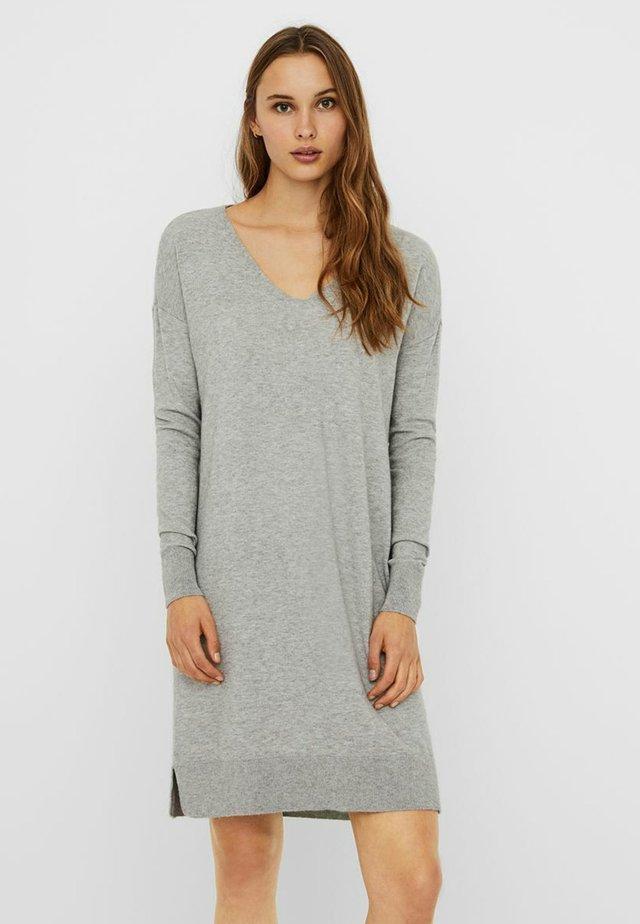 VMHOLLY V NECK LOOSE DRESS - Vestido de punto - light grey melange