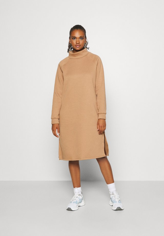 ONLLOLA HIGHNECK DRESS - Kjole - burro