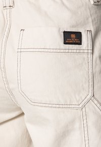 BDG Urban Outfitters - STITCH SKATE - Jeans relaxed fit - ecru - 4