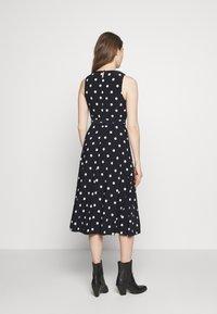 Lauren Ralph Lauren - PRINTED MATTE DRESS - Žerzejové šaty - navy - 2